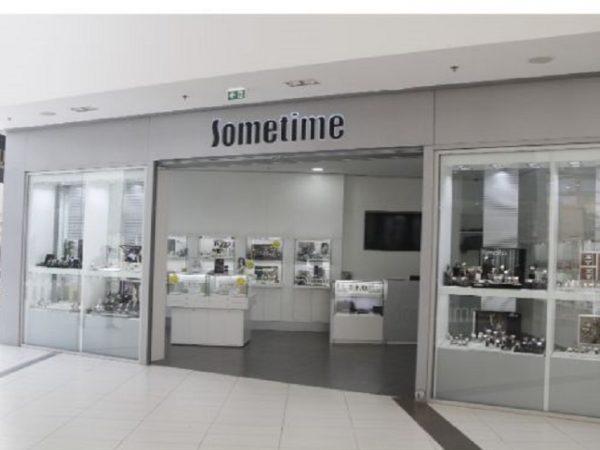 sometime votre enseigne de magasin de montre à Tanger